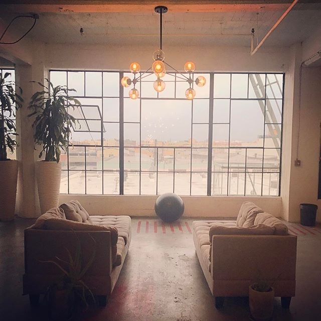 LA IFM Stop: James Maskell's Functional Forum Loft Party. There were approximately 200 docs there and I find this quiet corner. . #introvertproblems #introvert #empath #hsp #functionalforum #evolutionofmedicine #aip #autoimmune #paleo #guthealth #brainhealth #gfdf #glutenfree #dairyfree #hashimotos #chiropractic #nutrition #functionalmedicine #functionalneurology #homeopathy #KANARIlife #theKANARIlife #helloKOBA #DrNatashaFallahi #DrNatashaF #DrTitusChiu #TheModernBrain #Sensorigenomics #AIC2017 #travel