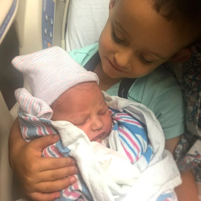 Welcome Baby Ivy!!! Baby Shane is now a Big Brother. Can you see the look of love!? Congratulations to Suzi and Adam! ‍‍‍ . . . #auntlife #khale #virgobaby #birthday #birthdaygirl #littlesister #bigbrother #babies #siblings #ivydarya #shanecyrus